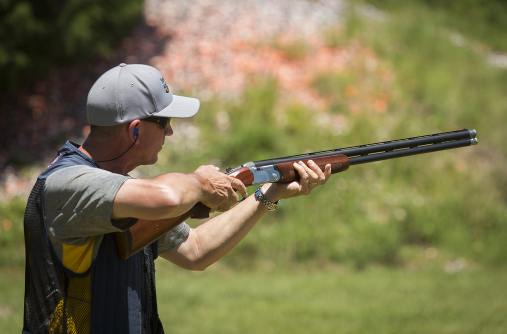how to handle clay shooting